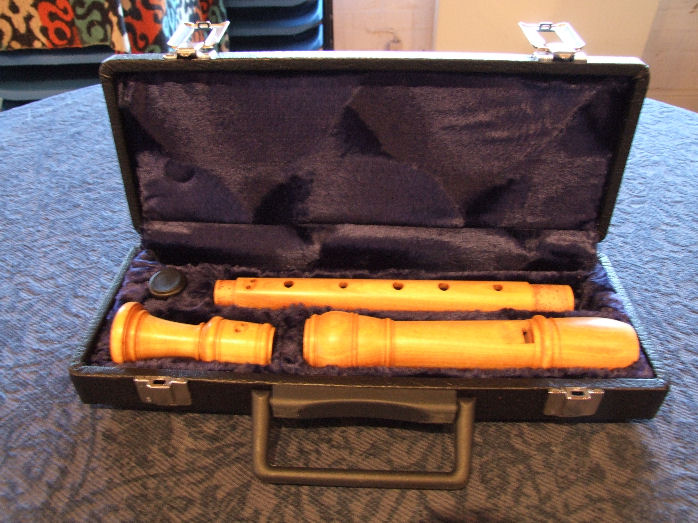 Dolmetsch Satinwood Treble in deluxe case